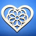 Fa alap (34. minta/1 db) - kicsi szív virággal, Fa, Egyéb fa,  Fa alap (34. minta) - kicsi szív    Mérete: 3x2,5 cm Anyaga: natúr rétegelt lemezAnyagvastagság:..., Alkotók boltja