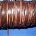 Lapos bőrszíj - 3x2 mm (7. minta/1 m) - barna, Egyéb alapanyag,  Lapos bőrszíj (7. minta) - tekercses - szögletes - barna  Mérete: 3x2 mm átmérőjű  Valódi ..., Alkotók boltja