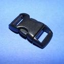 Műanyag kapocs-9 (10 mm/1 db) - fekete, Gyöngy, ékszerkellék,  Műanyag kapocs-9 - feketekarkötő méret  Mérete összezárva: 29x15 mmA befűzhető rés mérete: 10x3 mm ..., Alkotók boltja