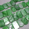 Fúrt kagyló ékszer alap (86. minta/4 db) - zöld, Gyöngy, ékszerkellék, Gyöngy,  Fúrt kagyló ékszer alap (86. minta) - zöld   Az ékszerkészítés dekoratív kiegészítője lehet a term..., Alkotók boltja