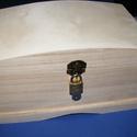 Fadoboz szögletes réz lakattal (26x16x15 cm/1 db) - felül íves, Fa, Egyéb fa,  Fadoboz szögletes réz lakattal (26x16x15 cm/1 db) - felül íves  A lakat mérete 32xmm teljes hossz ..., Alkotók boltja