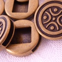 Antik bronz színű mintás távtartó - 4db/csom., Gyöngy, ékszerkellék, Fém köztesek, Kerek, 18mm átmérőjű antik bronz színű, mintás távtartó, vagy csúszka, lapos bőrhöz, vag..., Alkotók boltja