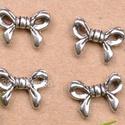 Masni formájú tibeti ezüst köztes gyöngy - 30Ft/db, Gyöngy, ékszerkellék, Fém köztesek, Masni formájú 13mm-es tibeti ezüst köztes gyöngy. Nagyon kedves kis alkatrész, minden ékszert..., Alkotók boltja