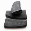 G101-1411, Gyöngy, ékszerkellék, Kásagyöngy, Ékszerkészítés, Matt fekete lapos kerámia köztes 2 furattal., Alkotók boltja