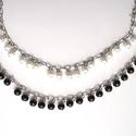 gyöngyös lánc, Gyöngy, ékszerkellék, Üveggyöngy, Haladós alapanyag: gyöngyös lánc. A 8 mm átmérőjű üveg tekla gyöngyök ezüst színű láncon fityegnek. ..., Alkotók boltja