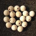 fa gyöngy 16mm, Fa, Gyöngy, ékszerkellék, Gyöngyök fából, natúr színben. 16 mm átmérőjű. Az ár 10 darabra vonatkozik. , Alkotók boltja
