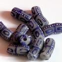 Ghánai Krobo üveggyöngyök, Gyöngy, ékszerkellék, Üveggyöngy, Ékszerkészítés, Üvegművészet, Gyöngy, Kézzel készített, ghánai Krobo üveggyöngyök.Opálos alapon kék-fehér mintás. 10 db/csomag  méret: 20..., Alkotók boltja