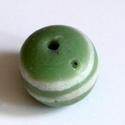 Ghánai Krobo üveggyöngy -1db, Gyöngy, ékszerkellék, Üveggyöngy, Üvegművészet, Ékszerkészítés, Gyöngy, Ghánai, kézzel készített üveggyöngy, 1 db. Lapított gömb alakú, zöld színű, 2 fehér csíkkal.25mm x ..., Alkotók boltja