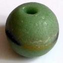 Ghánai Krobo üveggyöngy -1db, Gyöngy, ékszerkellék, Üveggyöngy, Üvegművészet, Ékszerkészítés, Gyöngy, Ghánai, kézzel készített üveggyöngy, 1 db. Lapított gömb alakú, zöld színű, elmosódott fekete-sárga..., Alkotók boltja