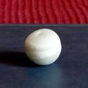 Ghánai Krobo üveggyöngy -1db, Gyöngy, ékszerkellék, Üveggyöngy, Üvegművészet, Ékszerkészítés, Gyöngy, Ghánai, kézzel készített üveggyöngy, 1 db. Lapított gömb alakú, szürke  színű,  fehér csíkokkal.  m..., Alkotók boltja