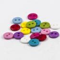 9 mm-es vegyes, élénk színű gombok - 30 db, Gomb, Műanyag gomb, Műanyag 2 lyukú gombok a képen látható gyönyörű, élénk színekben.  Métere: 9 mm  A csomag ára 30 db ..., Alkotók boltja