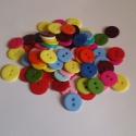 14mm-es műanyag gombok vegyes színben 30 db, Gomb, Műanyag gomb, Szép műanyag 2 lyukú gombok a képen látható színekben  Métere: 14mm  A csomag ára 30 db gombra vonat..., Alkotók boltja