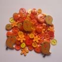 VEGYES gombcsomag NARANCSSÁRGA színben 100 db, Gomb, Műanyag gomb, Vegyes gombcsomag a narancssárga árnyalataiban. A csomag 100 db gombot tartalmaz. A gombok méretei: ..., Alkotók boltja