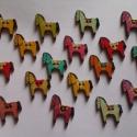 Paci fa gomb - 10 db lovacska gomb, Gomb, Dekorációs kellékek, Varrás, Famegmunkálás, Gomb, Gyönyörű festett fa LOVACSKÁS gombok.  Métere: 29x27mm  A csomag ára 10 db gombra vonatkozik (1 db ..., Alkotók boltja