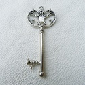 Nagy kulcsok - 67mm - 3db, Gyöngy, ékszerkellék, Egyéb alkatrész, Cink ötvözet nagy méretű kulcsok antikolt ezüst színben.  Az ár 3, azaz három darabra vonatk..., Alkotók boltja