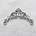 Háromszög csipke köztesek - 5db - ( konkáv deltoid ), Gyöngy, ékszerkellék, Egyéb alkatrész, Fémmegmunkálás, ötvösség, Cink ötvözet háromszög ( bár inkább konkáv deltoid.....) köztes / összekötő / veret antikolt ezüst ..., Alkotók boltja