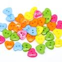 Gyönyörű szív alakú gombok vegyes színekben, Gomb, Műanyag gomb, Gyönyörű szív alakú gombok vegyes színekben Mérete: 15 x 14 mm 20 db/csomag Ára: 340 Ft (17 ..., Alkotók boltja