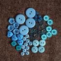 Gyönyörű kék színű gomb válogatás 50 db, Dekorációs kellékek, Gomb, Kék színű műanyag gombok csomagban vegyes méretben és formában Mérete: 6 mm - 23 mm 50 db/ csomag  Á..., Alkotók boltja