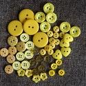 Gyönyörű sárga színű gomb válogatás 50 db, Dekorációs kellékek, Gomb, Sárga színű műanyag gombok csomagban vegyes méretben és formában Mérete: 9 mm - 23 mm 50 db/ csomag ..., Alkotók boltja