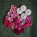 Gyönyörű rózsaszín műanyag gomb válogatás 50 db, Dekorációs kellékek, Gomb, Mindenmás, Varrás, Gomb, Rózsaszín műanyag gombok csomagban vegyes méretben és formában Mérete: 6 mm - 23 mm 50 db/ csomag  ..., Alkotók boltja