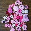 Lányos rózsaszín gombválogatás fa és műanyag gombokkal 50 db, Dekorációs kellékek, Gomb, Lányos rózsaszín gombválogatás fa és műanyag gombokkal Méret: 6 mm - 32 mm 50 db/csomag Ára: 730 Ft/..., Alkotók boltja