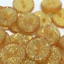 Arany glitteres műanyag gomb 20 db, Dekorációs kellékek, Gomb, Mindenmás, Varrás, Gomb, Arany színű glitteres műanyag gomb Mérete: 13 mm 20 db/csomag Ára: 440 Ft (22 Ft/db) A termékekről ..., Alkotók boltja