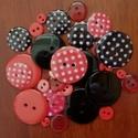 """""""Ördögi gombcsomag"""" műanyag gomb válogatás 30 db, Dekorációs kellékek, Gomb, Piros és fekete színű műanyag gombok csomagban vegyes méretben, pöttyös gombokkal  Mérete: 6 mm - 23..., Alkotók boltja"""