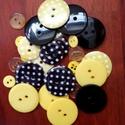 """""""Méhecske gombcsomag"""" műanyag gomb válogatás 30 db, Dekorációs kellékek, Gomb, Sárga és fekete színű műanyag gombok csomagban vegyes méretben, pöttyös gombokkal  Mérete: 6 mm - 23..., Alkotók boltja"""