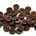 11mm-es 4 lyukú, fa gombcsomag - kávé - 20db, Kávé színű, 4 lyukú fa gombok. A csomag tarta...