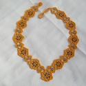 narancsvirágok, Ékszer, Nyaklánc, Gyöngyfűzés, A nyakláncot telt narancssárga kásagyöngyökből fűztem V alakúra, amit nagyobb zöld üveggyöngyökkel ..., Meska