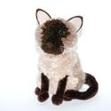 Sziámi cica, Dekoráció, Otthon, lakberendezés, Mindenmás, Varrás, A képen láthatóhoz hasonló sziámi cica, macska rendelhető :)  Feje, teste háromféle barna fonalból ..., Meska