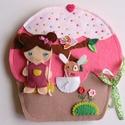 Bibi muffin házikója- játszókönyvecske öltötztetős babával és kisnyuszval, Baba-mama-gyerek, Játék, Készségfejlesztő játék, Plüssállat, rongyjáték, Mindenmás, Varrás, Ebben az édes kis  muffin házikóban lakik Bibi, a bájos sütibaba és aprócska nyuszkója, Pamacska.  ..., Meska