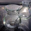 Üveg váza, Üveg, Üvegművészet, Magyarországon, kézzel készült áttetsző vázák, magasságuk 18 cm, 2 darab egyben eladó. Az üvegtermé..., Alkotók boltja