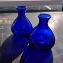 Színes üveg váza, Üveg, Üvegművészet, Magyarországon, kézzel készült kobaltkék színű vázák, magasságuk 12 cm, 2 darab egyben eladó. Alkal..., Alkotók boltja