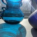 Színes üvegváza, Üveg, Üvegművészet, Magyarországon, kézzel készült anyagában színezett üvegvázák, a kobaltkék darab külső, (porsfestékk..., Alkotók boltja