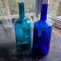 Színes üvegpalack 3 literes, Üveg, Üvegművészet, Magyarországon készült színes üvegpalackok, 37 cm magas anyagában színezett kobaltkék és türkiz szí..., Alkotók boltja