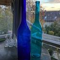 Színes üvegpalack 5 literes, Üveg, Üvegművészet, Magyarországon készült színes üvegpalackok, 65 cm magas anyagában színezett kobaltkék és türkiz szí..., Alkotók boltja