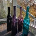 Színes üvegpalack 1.5 literes, Üveg, Üvegművészet, Magyarországon készült színes üvegpalackok, 44 cm magas anyagában színezett lila, fekete és türkiz ..., Alkotók boltja