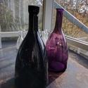 Színes üvegpalack 3 literes, Üveg, Üvegművészet, Magyarországon készült színes üvegpalackok, 35 cm magas anyagában színezett lila és fekete színekbe..., Alkotók boltja