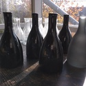 Színes üvegpalack 0.3 literes, Üveg, Üvegművészet, Üveggravírozás, Magyarországon készült színes üvegpalackok, 20 cm magas anyagában színezett fekete és szürke színek..., Alkotók boltja