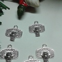 Kosaras medál, Gyöngy, ékszerkellék, Egyéb alkatrész, Tibeti ezüst színű medálok. Méret: 22*14 mm 1 csomag 5 db-ot tartalmaz., Alkotók boltja