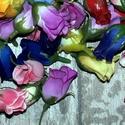 Rózsabimbó fejek, Dekorációs kellékek, Virágkötészet, Szivárvány összes színe megtalálható ebben a csomagban. A rózsabimbó fejek: kb 3 cm 120 darab talál..., Alkotók boltja
