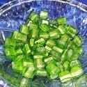 Zöld négyzet üveggyöngy 12mmx12mmx5mm, Gyöngy, ékszerkellék, Üveggyöngy, Zöld négyzet üveggyöngy 12mmx12mmx5mm, Alkotók boltja