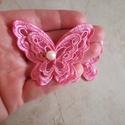 Hímzett pillangó rózsaszín felvarrható, Textil, Felvarrható kellék, Varrás, Csipke, Organzára hímzett pillangó, gyönggyel a közepén. 100% poliészter. Mérete 6,5/6 cm Alkalmas hajpánto..., Alkotók boltja