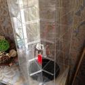 Ékszertartó plexi, műanyag vitrin, árusító vitrin, Szerszámok, eszközök, Dekorációs kellékek, Ékszerkészítés, Eladó a képeken látható háromszög alakú ékszertartó vitrin. Pultra helyezhető, forgatható.  Utolsó ..., Alkotók boltja