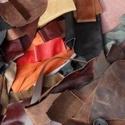 Maradék bőr darabok, Vegyes alapanyag, Egyéb alapanyag, Bőrművesség, Bőr, Maradék, dirib-darab bőrök, sokféle szín és felület, ékszer készítéshez kiváló. Tenyérnyi és kisebb..., Alkotók boltja