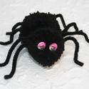 Halloween pom-pom pók, Otthon & lakás, Egyéb, Dekoráció, Furcsaságok, Mindenmás, Elsődlegesen Halloween dekoráció, de egyéb alkalomra is szolgáló jópofaság.   A pók két pom-pom lab..., Meska