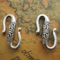 S alakú horog, zár 3 db, Gyöngy, ékszerkellék, Fém köztesek, Horog mérete:  25 * 28 mm Színe: Antik ezüst színű   Az ár 3 db-ra vonatkozik.  Kérheted bronz színb..., Alkotók boltja