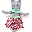 Pettyke, öltöztethető macska leány kifordítható, kétoldalas szoknyában - szürke, kék, piros, fehér, Játék, Baba-mama-gyerek, Plüssállat, rongyjáték, Játékfigura, Varrás, Baba-és bábkészítés, Pamut anyagokból varrtam ezt a jókedvű cicát, saját dizájn alapján.  Minden apró részlet alapos gon..., Meska