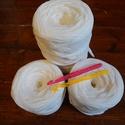 Fehér polófonal / 1 kg, Textil, Pamut, Kötés, horgolás, Szövés, Fehér, kötött, bordás pólóanyagból /szabászati maradékból lett vágatva/   készült pólófonal. Szövés..., Alkotók boltja